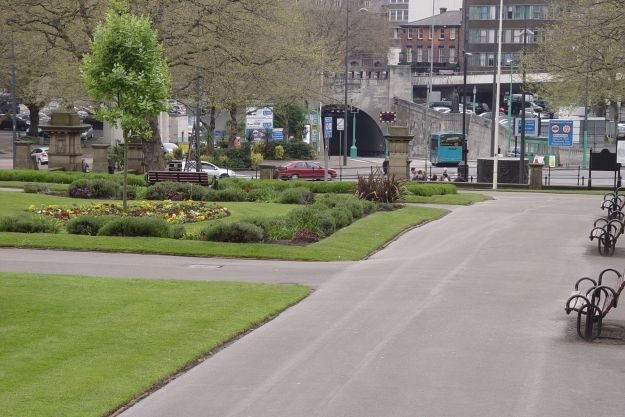 Off the bus, through St John's Gardens, past the Tunnel.