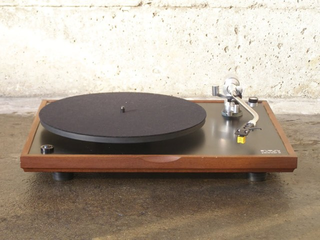 The elegant Simplicity of the turntable I once had. A Rega Planar 2.