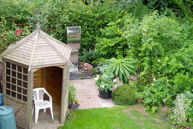 Like this tiny but carefully done garden.