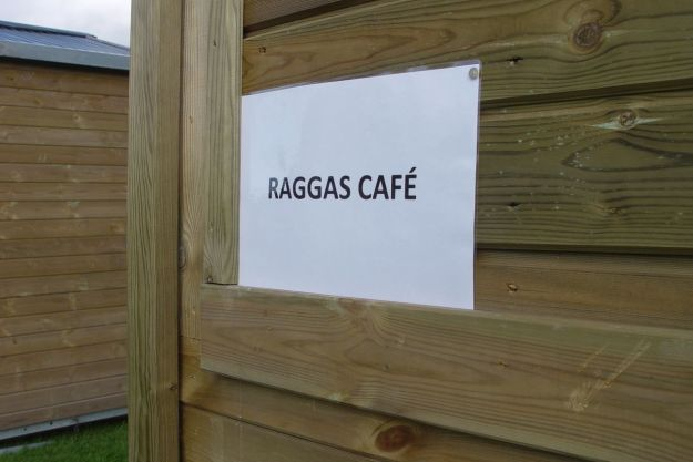 Aheds pretending to be cafés.