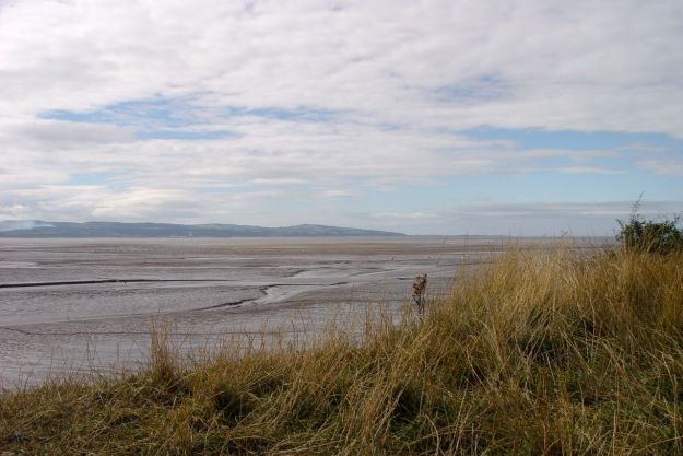 When we arrive we're hungry, so we eat our lunch overlooking the Dee Estuary.