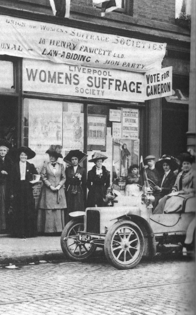 Liverpool Suffragettes campaigning in Kirkdale in 1910. Eleanor Rathbone is third from left.