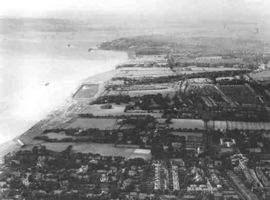 In this aerial photograph from the 1930s the construction of Otterspool Prom has started.