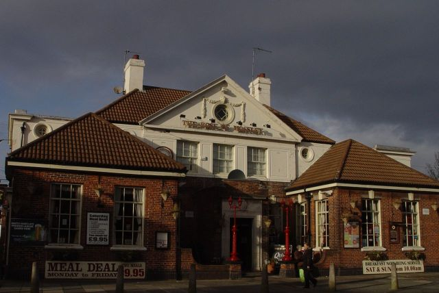 'The Rose of Mossley' - a splendid looking pub I've never been in, strangely.