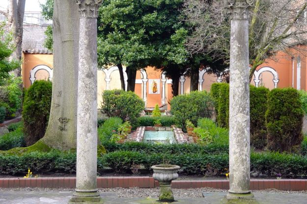 Also on Catharine Street, the lovely Italian Garden at St Philip Neri.