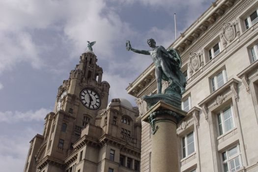 Liver and Cunard Buildings with the 'Pro Patria' war memorial.