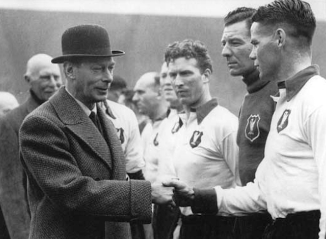 Where the King has the great good fortune to be introduced to Billy Liddell.