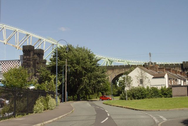 And again, terraced housing clustering in roads sliced up by both bridges.