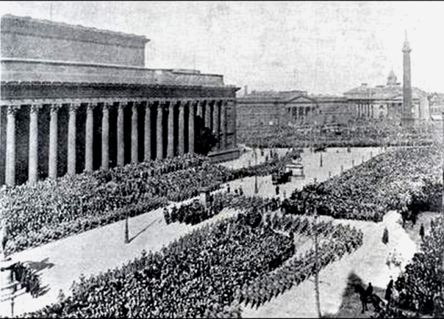 The Liverpool Pals, leaving for war. Giants on the streets.