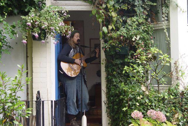 Still raining, so Jules sings from a doorway stage.