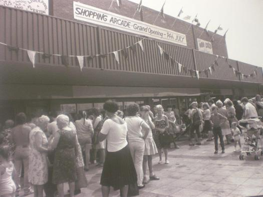 In 1984 a new covered bit of the market had been opened over the other side of the road (thanks @Liverpool1207 on Twitter for this one).