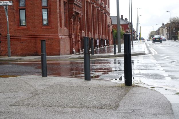 Corner bollards by the Florrie.