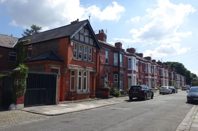 Along Ellesmere Road, lovely house that.