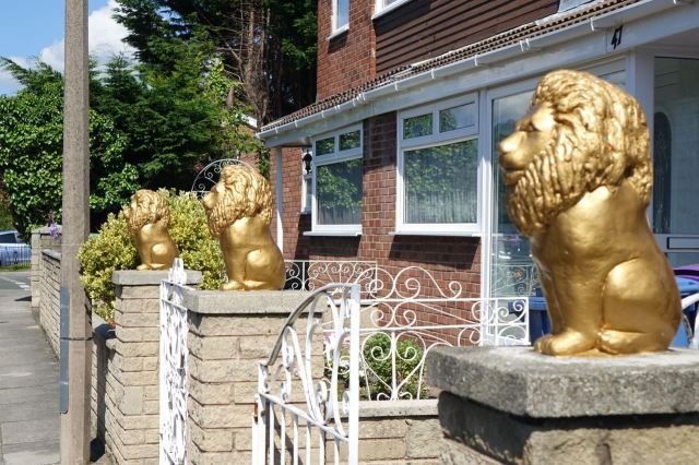 I remember these lions though.