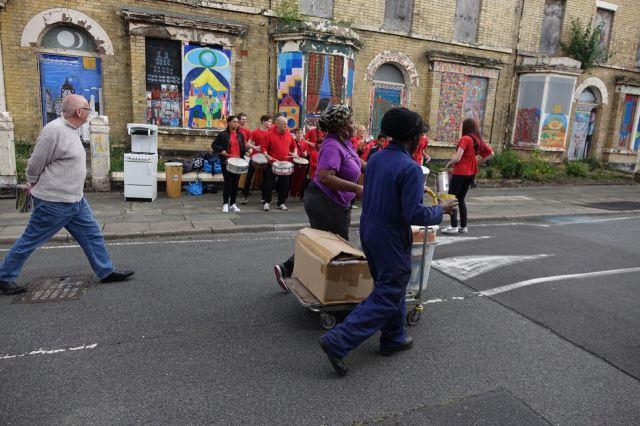 Stallholders continuing to arrive between drum beats.