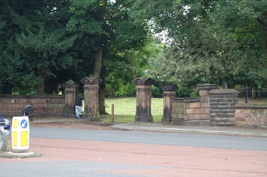 And I knew there were the gates of the convent.