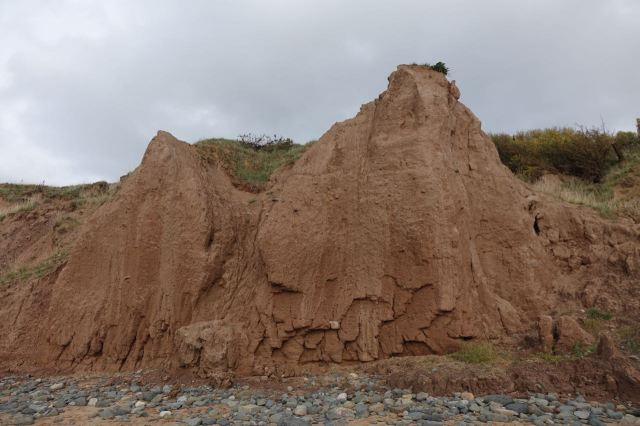 A couple of the remaining cliff faces looking very fragile now.