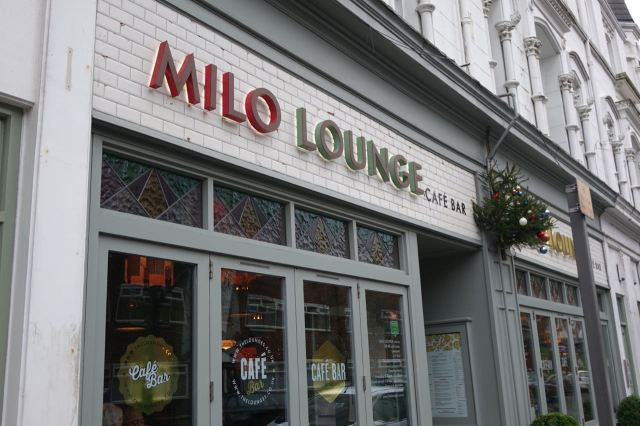 So we stop for lunch here, the Milo Lounge.