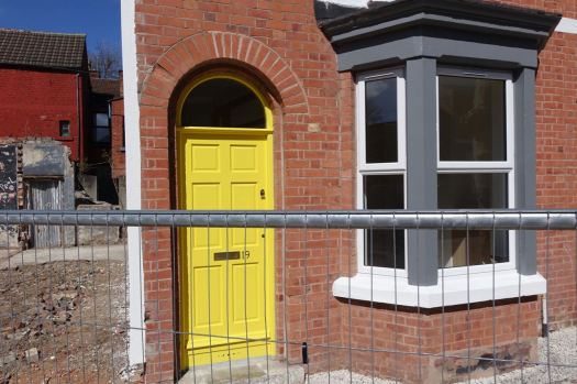 Particularly loving the yellow front door here.