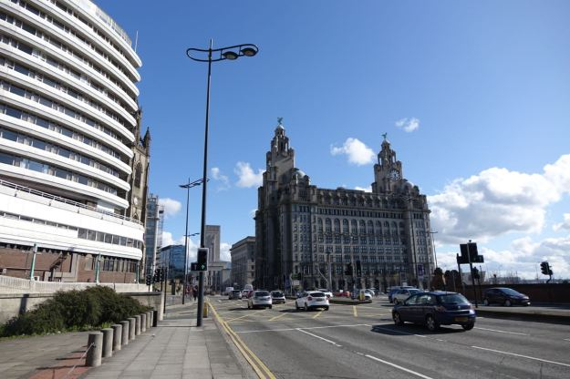 Then I walk along to the City Centre.
