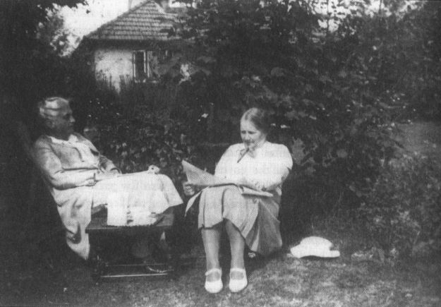 Eleanor Rathbone and Elizabeth Macadam in 1937.