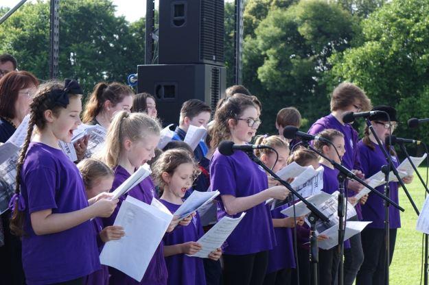 The choir sing?
