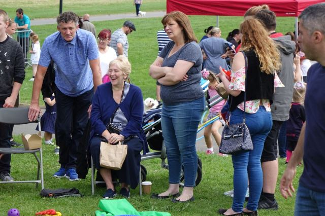 Watched by Councillors and friends Ros Groves and Ann O'Byrne.
