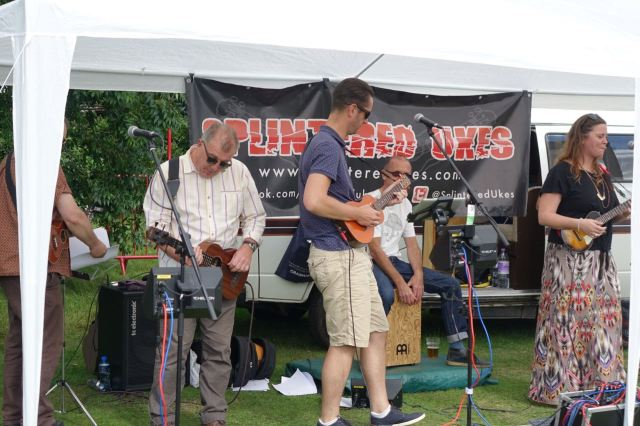 They play 'Rhiannon' and build it with the full intensity of Fleetwood Mac - on ukuleles!