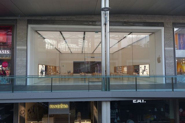 Didn't know Apple had opened a second store in here.