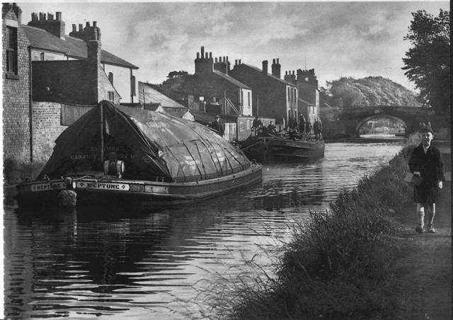 Back to the days when the fully laden working barges passed through here.